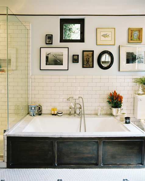 Bath+Tub+Framed+art+white+subway+tile+above+lO0LaVJXnNtl